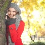 Fashion woman in autumn park — Stock Photo