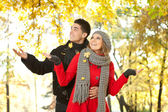 Couple in falling leaves, love in autumn park — Stock Photo