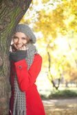 Fashion woman in autumn park — Stock Photo