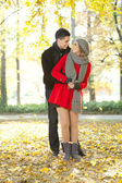 Fashionable couple in park — Stock Photo
