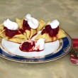 Pancakes with whipped cream and strawberries - 图库照片