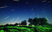 Falling stars at night — Stock Photo
