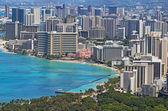 Playa de waikiki y el horizonte de honolulu, hawaii — Foto de Stock