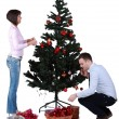 Stockfoto: Decorating the Christmas tree