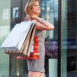 Young woman shopping - Lizenzfreies Foto