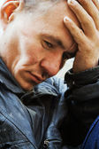Hemlös man i förtvivlan — Stockfoto