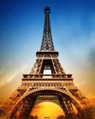 The majestic Eiffel tower — Stock Photo