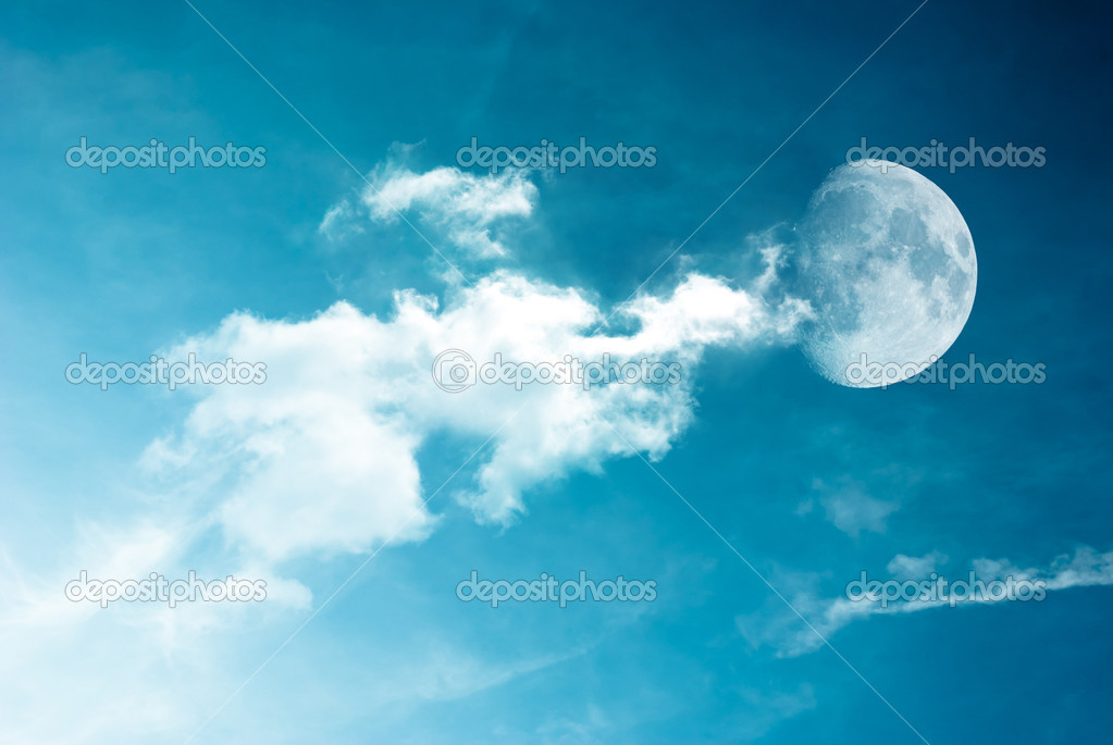 Moon between the clouds in dark night, a dark night brings a bright, amber moon alive with puffy hazy clouds. — Stock Photo #7908410
