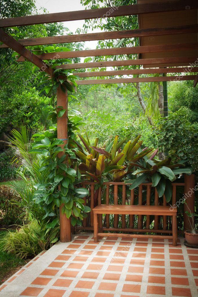 Вид с балкона на сад.