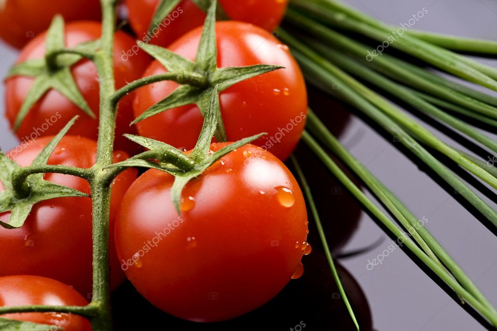 Fresh wet tomatoes and chive on table — Stock Photo #6874670