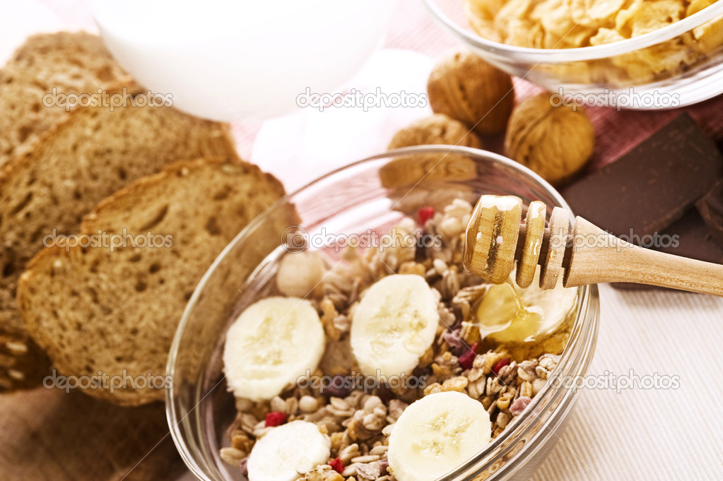 Healthy breakfast composition on the table — Stock Photo #6874849