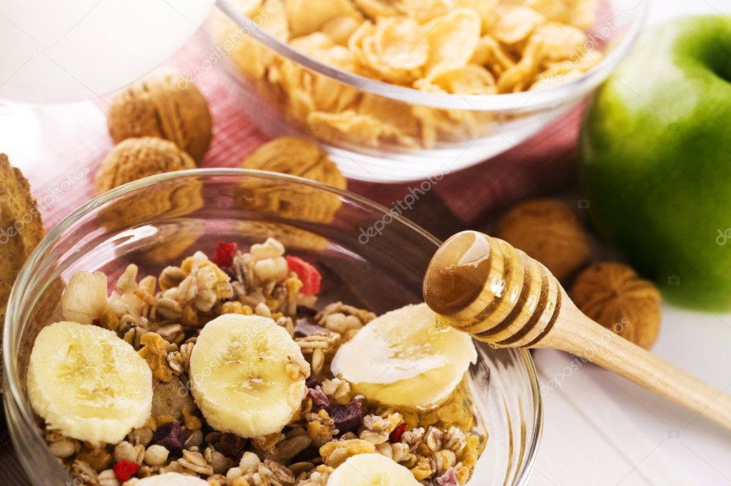 Healthy breakfast composition on the table — Stock Photo #6874873