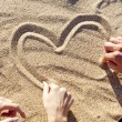 drawing heart at sand — Stok Fotoğraf #7194960