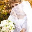 Beautiful bride in the park. — Stock Photo