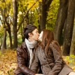 Couple kissing in the park — Stock Photo