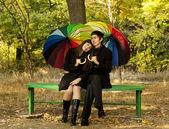 Pareja en el parque en otoño — Foto de Stock