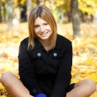 Smiling happy girl in autumn park — Stock Photo #7539601