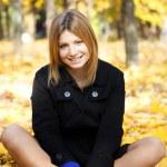 Smiling happy girl in autumn park — Stock Photo