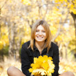 Smiling happy girl in autumn park — Stock Photo