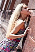 The beautiful woman the blonde in the street — Stock Photo