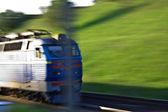 Pasar el tren rápido - la locomotora de color azul — Foto de Stock