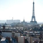 Tour Eiffel vue des toits de Paris - France — Stock Photo