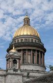 St. Isaac'ın katedral kubbe. Saint-Petersburg — Stok fotoğraf