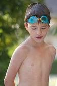 Enfant jouant dans l'eau — Photo