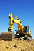 Yellow excavator on a working platform — Foto Stock
