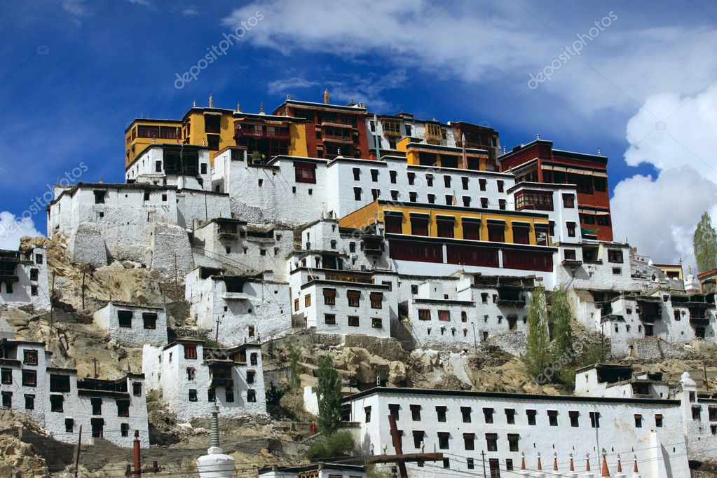 Thikse Gompa or Thikse Monastery (also transliterated as Tikse, Tiksey or Thiksey)  is a Tibetan Buddhist monastery of the Yellow Hat (Gelugpa). Ladakh. India — Stock Photo #6934991