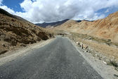 Road to mountains. Himalayan scenic — Stock Photo