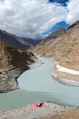 Confluence of rivers Zanskar and Indus, Hiamalayas — Stock Photo