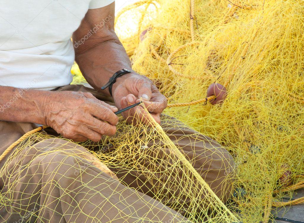 заштопать рыболовную сеть