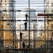 Construction worker on the scaffold — Stock Photo