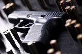 Munitie en automatische pistool — Stockfoto