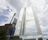 Edificio de oficinas moderno — Foto de Stock