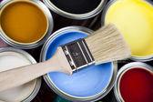 用画笔油漆桶 — 图库照片