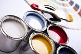 Barvy a štětce, domácí dekorace — Stock fotografie