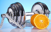 Perte de poids, fitnes, haltère — Photo