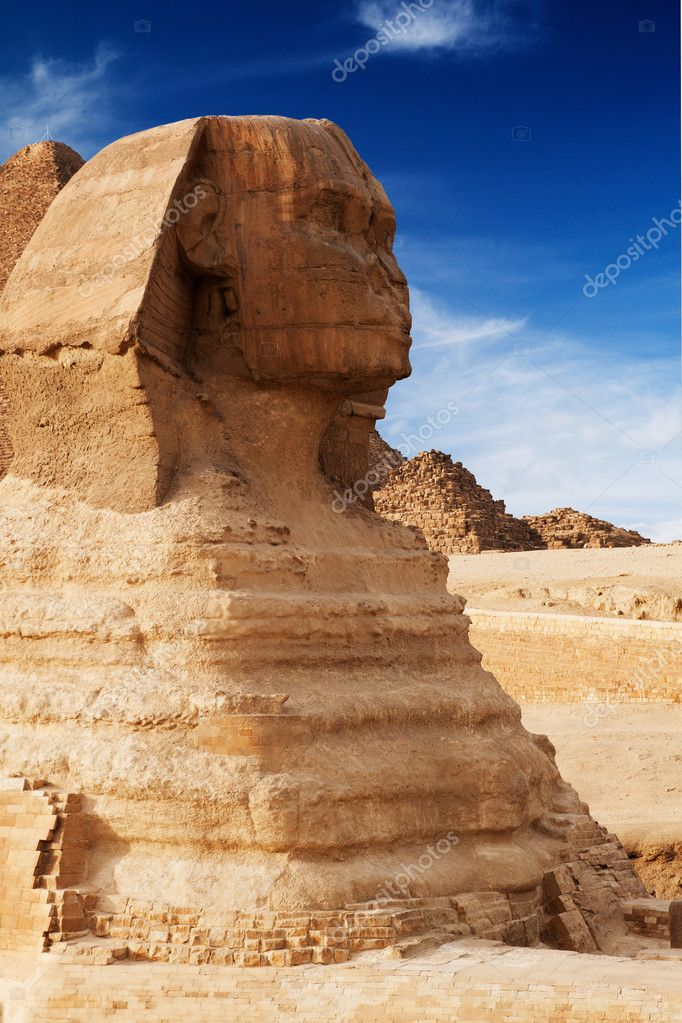Ancient sphinx in Giza, Egypt — Stock Photo #7853276