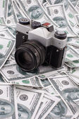 Old camera on a money background — Stockfoto