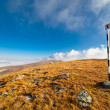 Pole marking route in mountains — Stockfoto