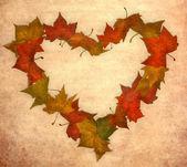 осенние листья старинных сердце — Стоковое фото