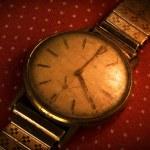 Vintage golden wristwatch. — Stock Photo #7712963