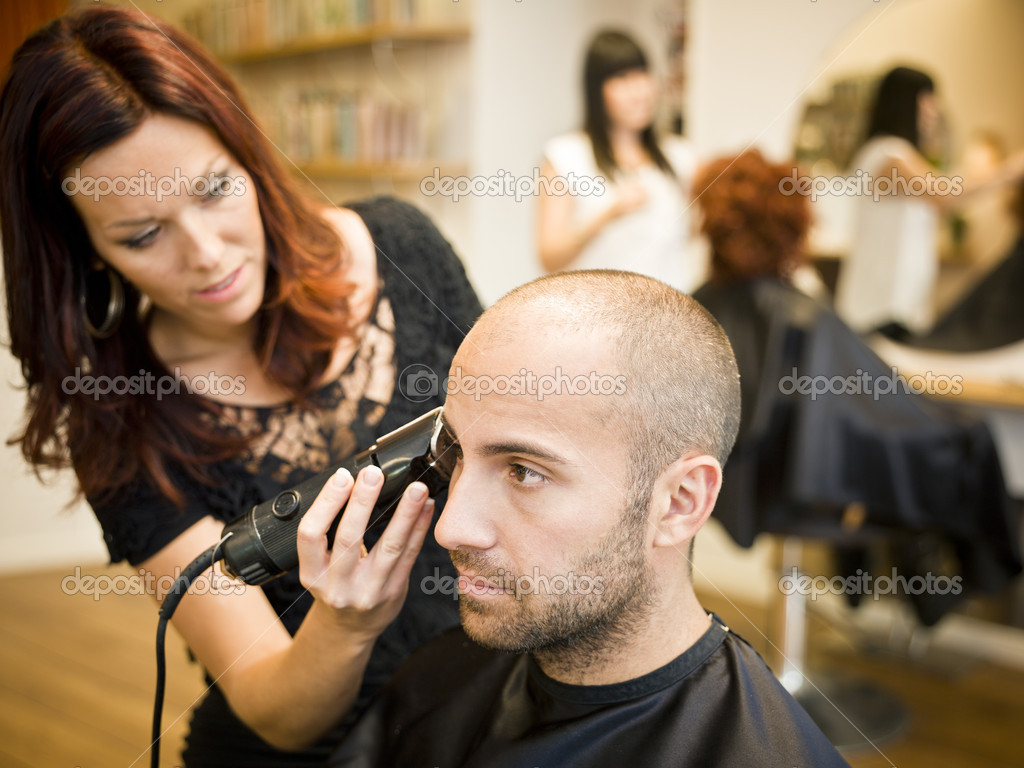 Adult man being shaved at the hair salon — Stock Photo #7462021