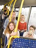 Frau im bus — Stockfoto