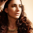 Beauty portrait of luxury fashion woman with glamour gold jewellery — Stock Photo