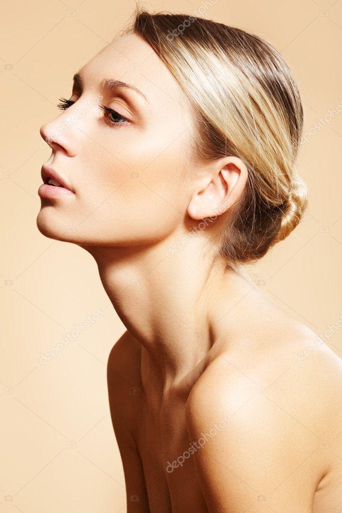 Стоковая фотография. Портрет сексуальная кавказской молодой женщины