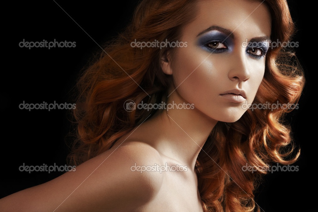 Fashion woman model with glitter evening make-up, shiny long curly hair. Perfect night style  — Stock Photo #6810743