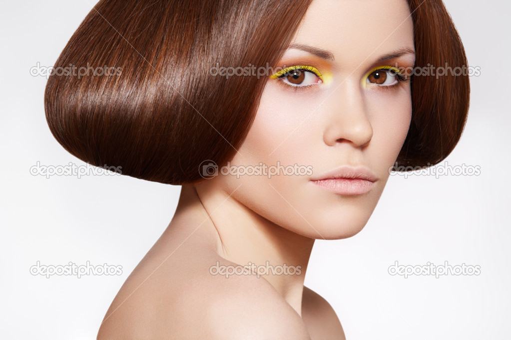 Portrait beautiful woman model with fashion shiny hair, bright yellow orange eye make-up. — Stock Photo #6821251